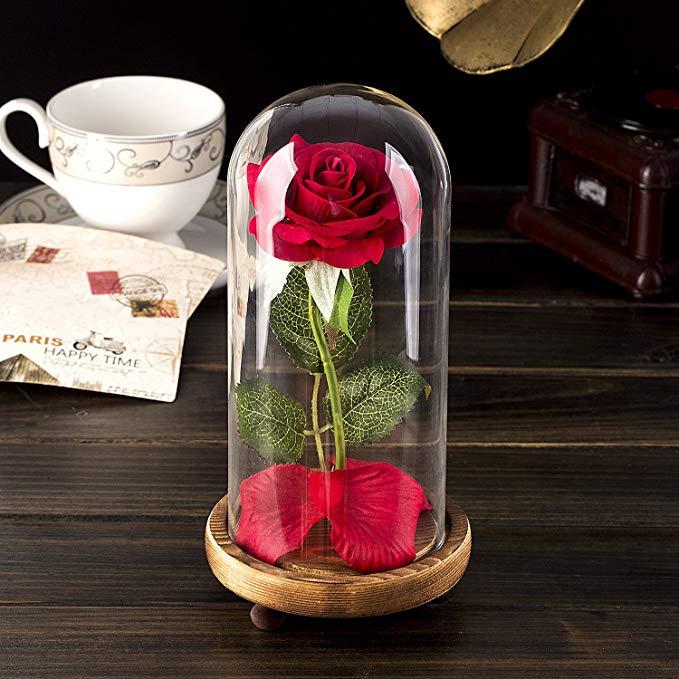 rosa con cupula de vidrio y base de madera para regalo sorpresa de san valentin